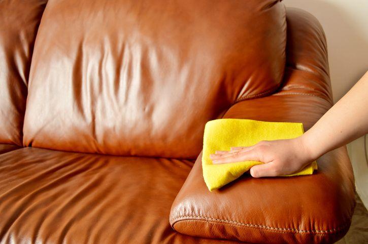 Чем очистить кожаный диван от пятен