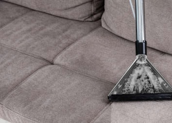 Как очистить мягкую мебель от грязи