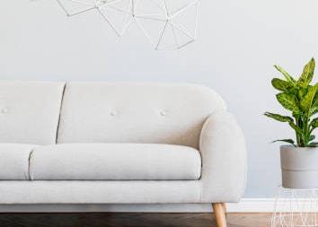 Как очистить подлокотники дивана от грязи